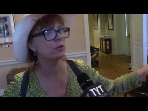 "Susan Sarandon Slams ""Disgusting"" DNC Crusade Against Bernie"