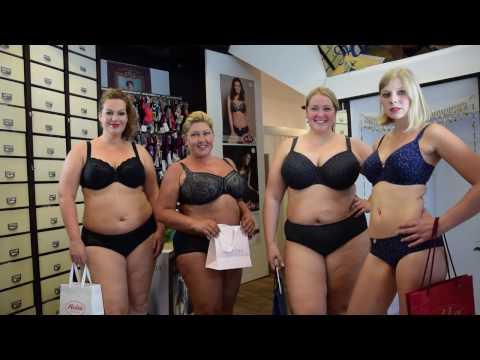 online store 811d9 30af7 Vier Unterwäschemodels präsentieren Dessous
