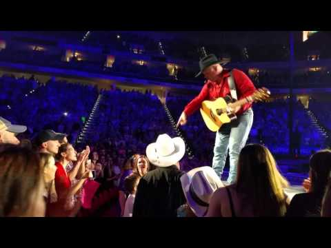 Garth Brooks gives guitar to selfless boy at concert in Raleigh