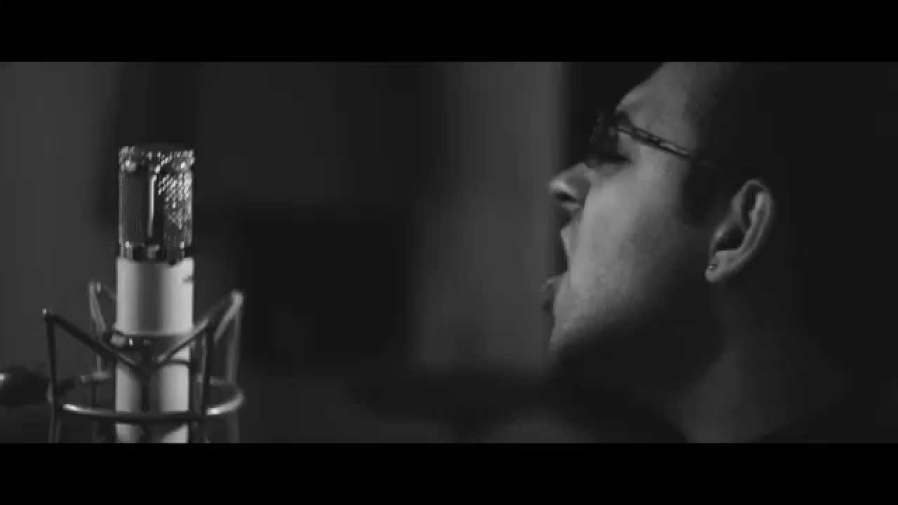 "Стојанчо Бучков: Кавер на песната ""Writing's On The Wall"" од Сем Смит"