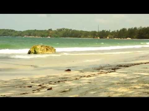 relaxing-ocean-waves-on-bintan-beach-in-indonesia