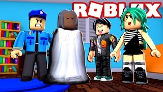 baby LULY and baby DERANKITO arrested GRANNY in ROBLOX 😱