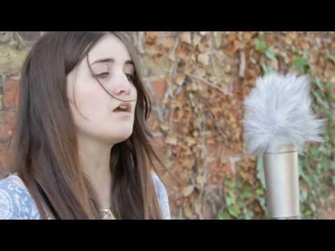 Lauren Aquilina - Irrelevant - Barn On The Farm Sessions