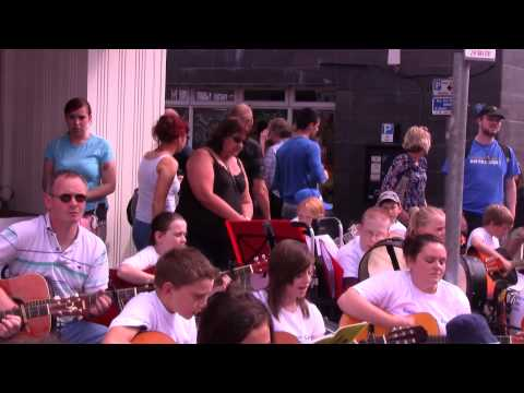 CAVAN FLEADH 2012      Amanda and her students with guitars' Think I Wanna Marry You 'Song