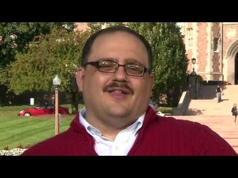 Viral debate star Ken Bone explains the red sweater