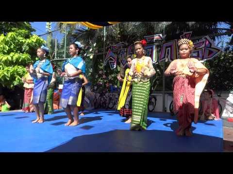 แสดงชุดรำชุมนุมเผ่าไทย