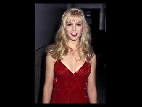 Jennie Garth young pho...