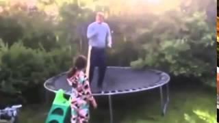 Папа знает как надо прыгать на батуте. Мега ржач.