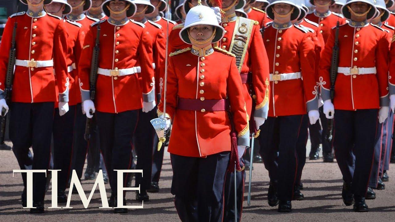 Changing Guard At Buckingham Palace Time
