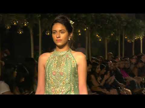 Shahid Kapoor And Mira Rajput Showstopper For Designer Anita Dongre At Lakme Fashion Week20