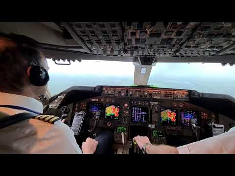 BOEING 747 - ILS approach. runway insight at 600 feet A/P disengage at 400 feet and LANDING