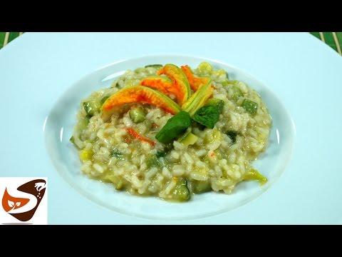 Risotto con zucchine: primo piatto facile, leggero e gustoso