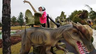 SİHİRLİ GEÇİT !! Elifnur walk in the Dinosaur park & Museum of Illusions   كتلة في فم الديناصورات