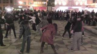 Flashmob Thriller Michael Jackson MJ Curitiba PR Brazil 12-08-09 Flash Mob Tribute [official]