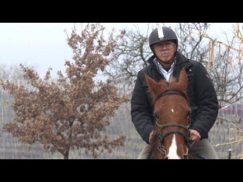 Italian doctor makes house calls on horseback