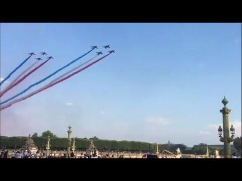 La patrouille de France colore le ciel pour les Bleus