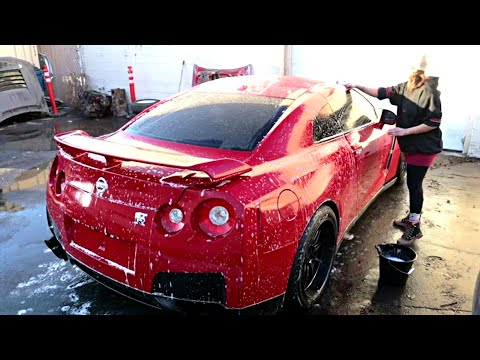 My Wife Washes the GT-R I Bought at a Salvage Auction
