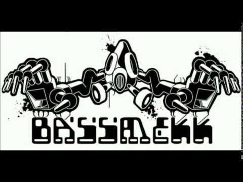 BassmekK VS Komatsu Sound system - FreeTekno