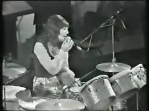 Carpenters - Bacharach Medley Live Part 1