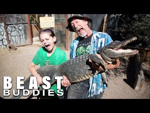 13-Year-Old Girl Wrangles Deadly Gators | BEASTLY