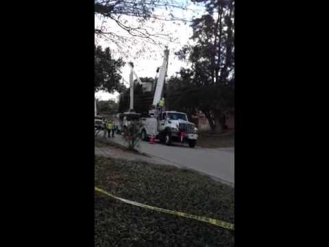 Tampa Electric repairs lines