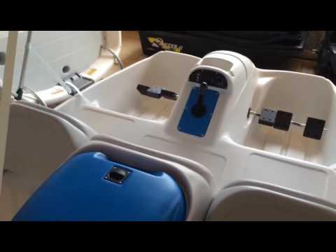 Катамаран с элетромотором Water Wheeler.  Водный велосипед