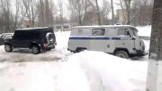 Мерседес Гелик достает грузовик УАЗ буханку