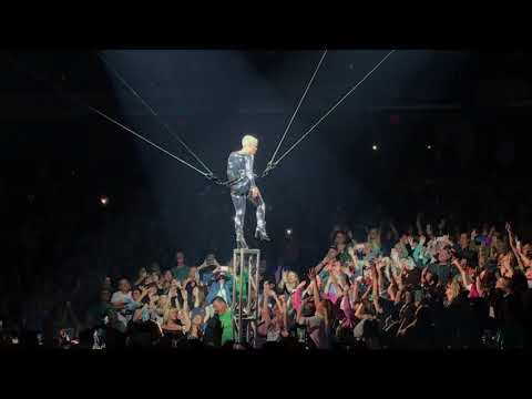 Pink  So What  P!NK  Indianapolis, March 17, 2018  Aerial Acrobatics