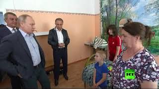 شاهد.. حوار طريف بين «بوتين» وطفل يستعد لدخول الروضة