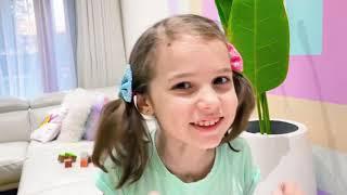 Катя и Макс не могут разделить игрушки и играют в маленькое VS большого