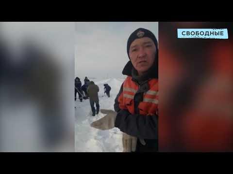 Жители Новоузенского района самостоятельно расчищают заснеженную дорогу