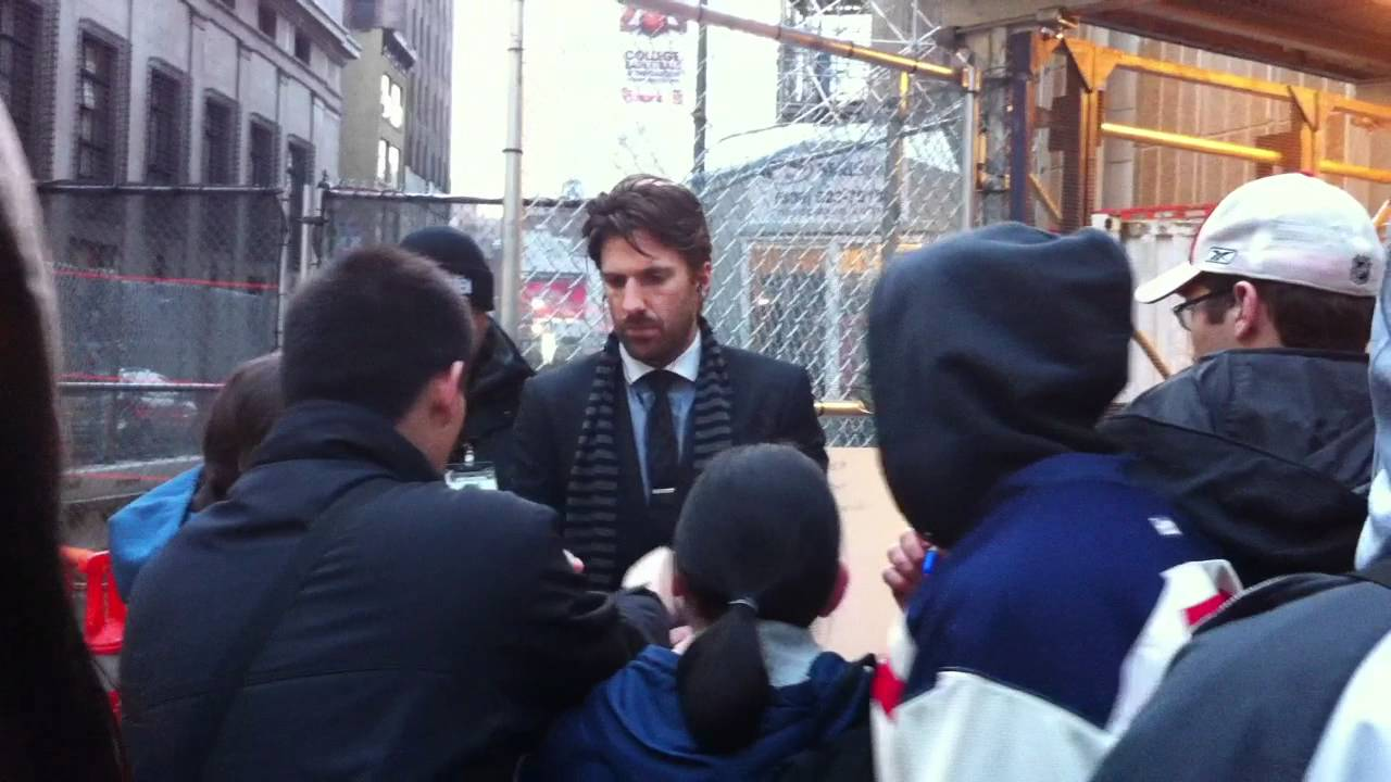 Henrik Lundqvist Signing Autographs For Fans 1 17 12 Youtube