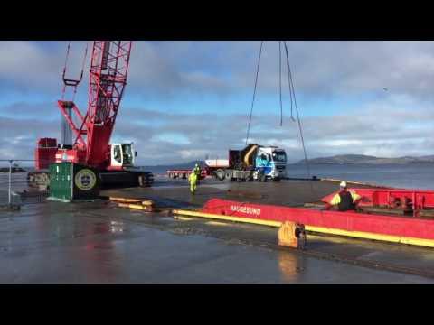 Seabrokers Kran & Transport ankommer GMC med beltekran