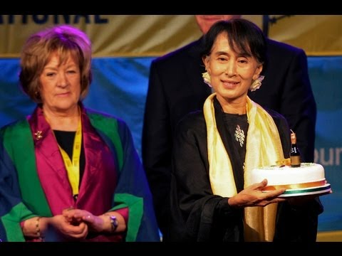 Aung San Suu Kyi receives Dublin's Freedom of City Award