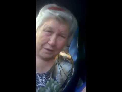 Трахнула киску рычагом коробки в машине - порно видео