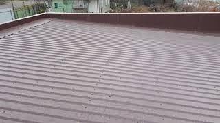видео Односкатная крыша из профнастила