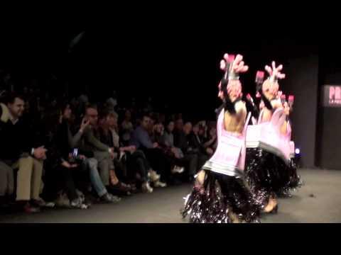 VIDEO 2 in HD - IL MUSICAL PRISCILLA SFILA A MILANO - 25.2.2012