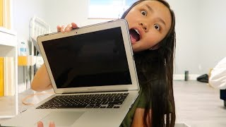 MACBOOK AIR UNBOXING REACTION