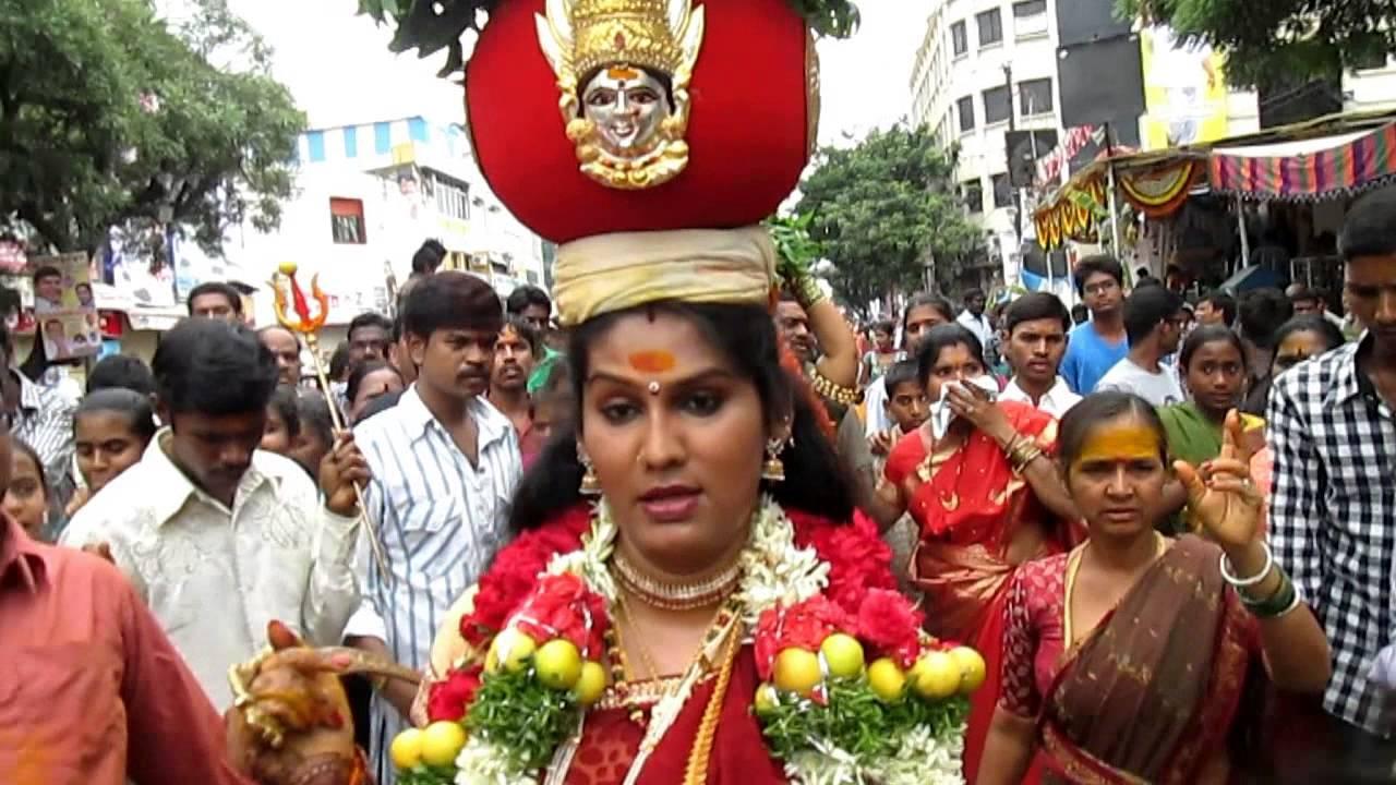 telangana-bonal-jogini-shyamala-comments-bonalu-mahankali-temple-a