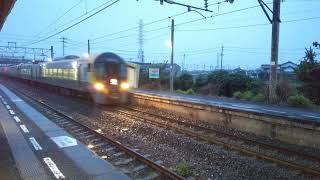 JR四国8600系/予讃線伊予富田駅(愛媛県今治市)。