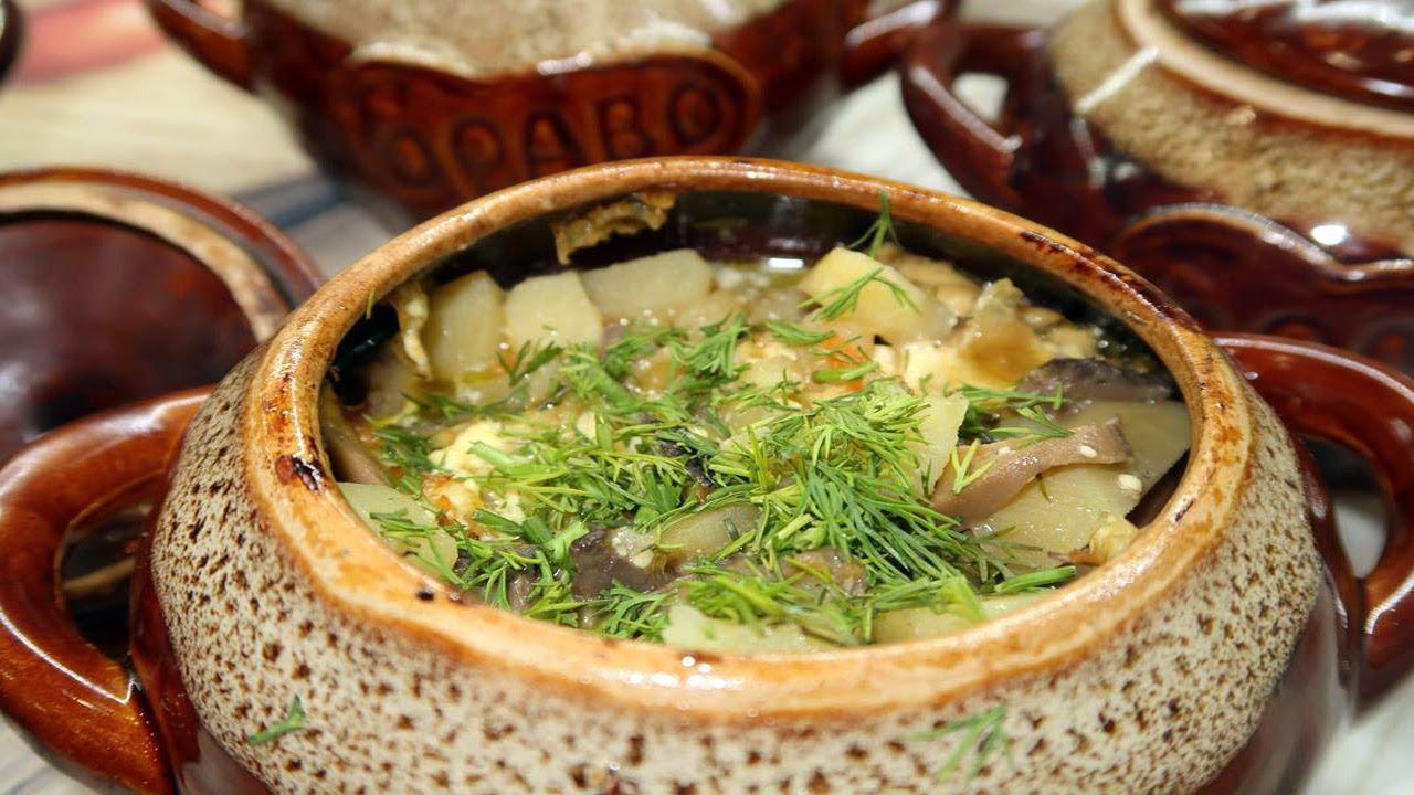 Потрясающее жаркое в горшочках на новогодний стол! Свинина с картофелем и грибами в духовке
