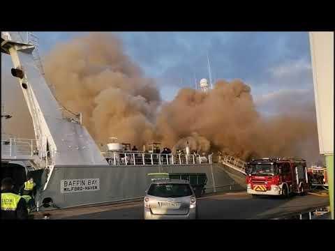Un incendio en un barco en Bouzas se salda sin heridos