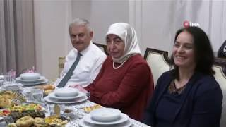 binali-yldrm-ftarda-ylmaz-ailesini-evinde-misafir-etti
