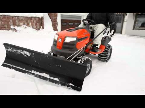 husqvarna rasentraktor mit schneeschild youtube. Black Bedroom Furniture Sets. Home Design Ideas