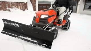 husqvarna rasentraktor mit schneeschild. Black Bedroom Furniture Sets. Home Design Ideas