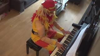 Hulk Hogan plays the piano - Undertaker Theme