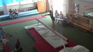 София Тертышная на бревне_Евпатория - июнь 2012