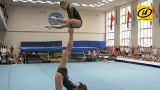Спортивная акробатика для детей, стоит ли заниматься?(В белорусской школе нет отбоя от желающих. Так стоит ли отдавать ребёнка в спортивную школу?, 2015-02-04T16:03:21.000Z)