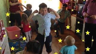 видео Как весело провести день рождения ребёнка дома
