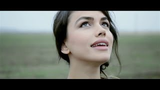 Repeat youtube video Emmah Toris - Ne intamplam (Official Video)